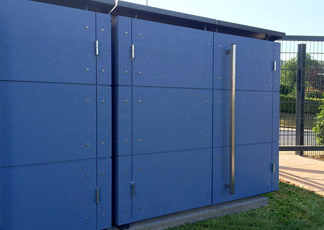 Blaue Mülltonnenbox