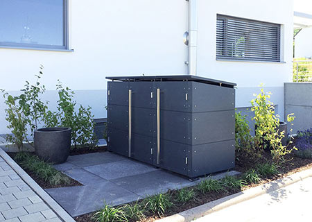 Mülltonnenbox im Vorgarten