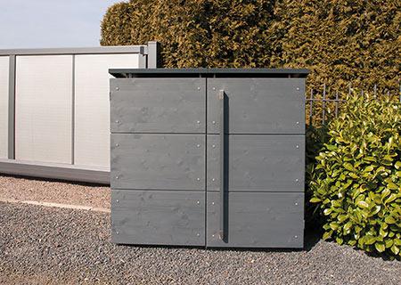 Mülltonnenbox geschlossen vor Einfahrt